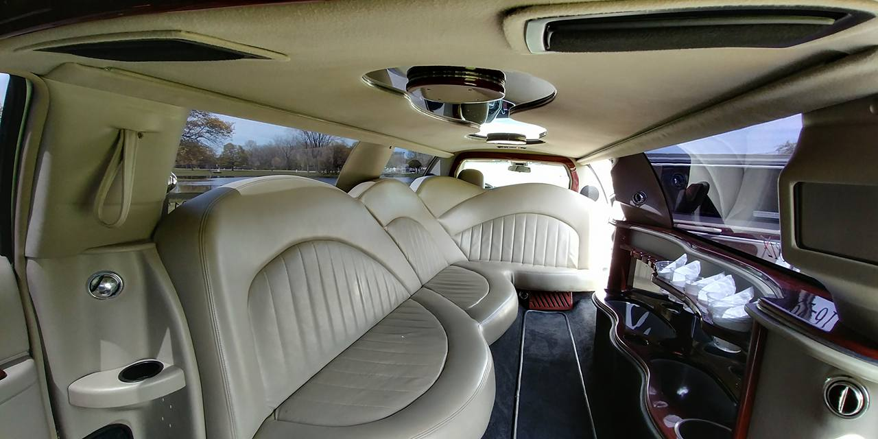 10 Passenger Lincoln Towncar Interior 2