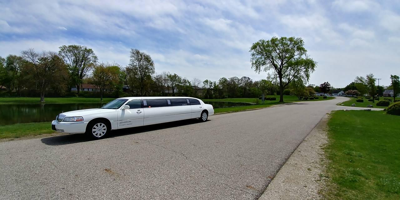10 Passenger Lincoln Towncar Affordable Limousine