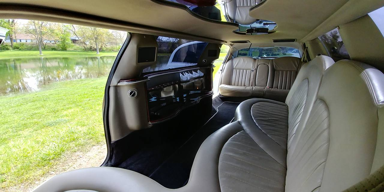 10 Passenger Lincoln Towncar Interior