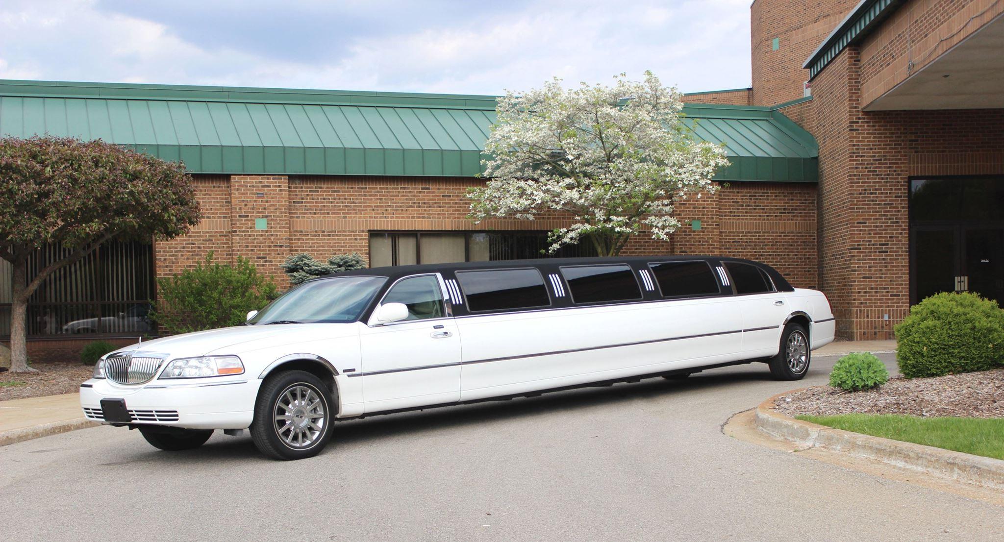 14 Passenger Lincoln Towncar Affordable Limousine