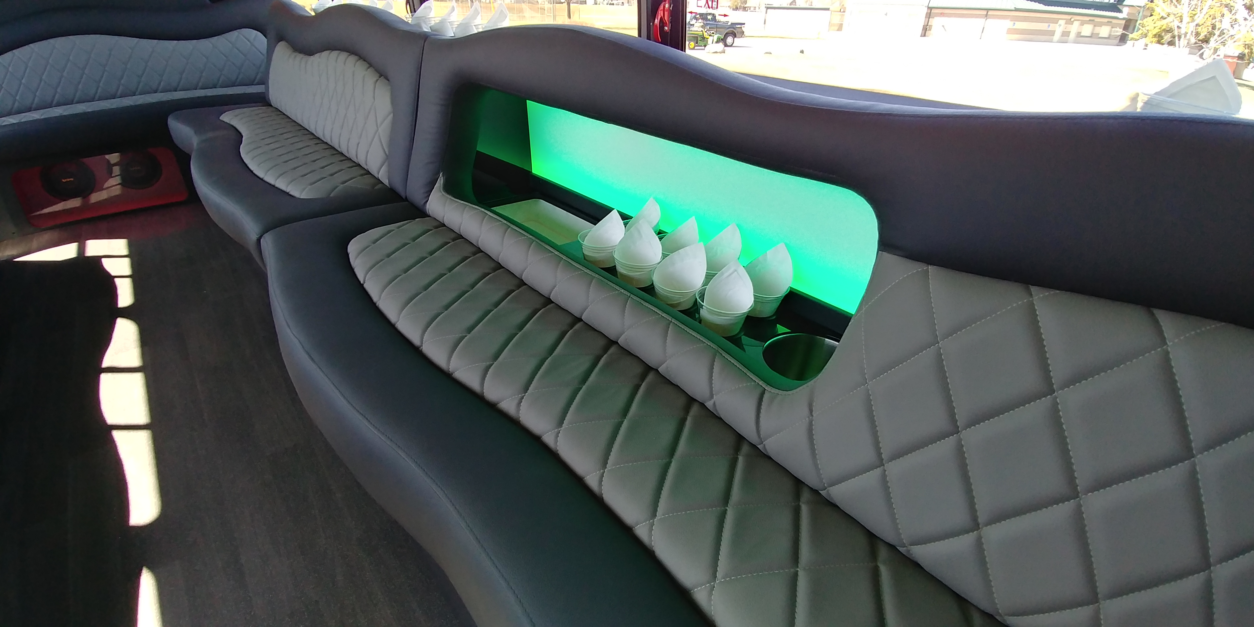18 Passenger Luxury Limo Bus Seat and Inset