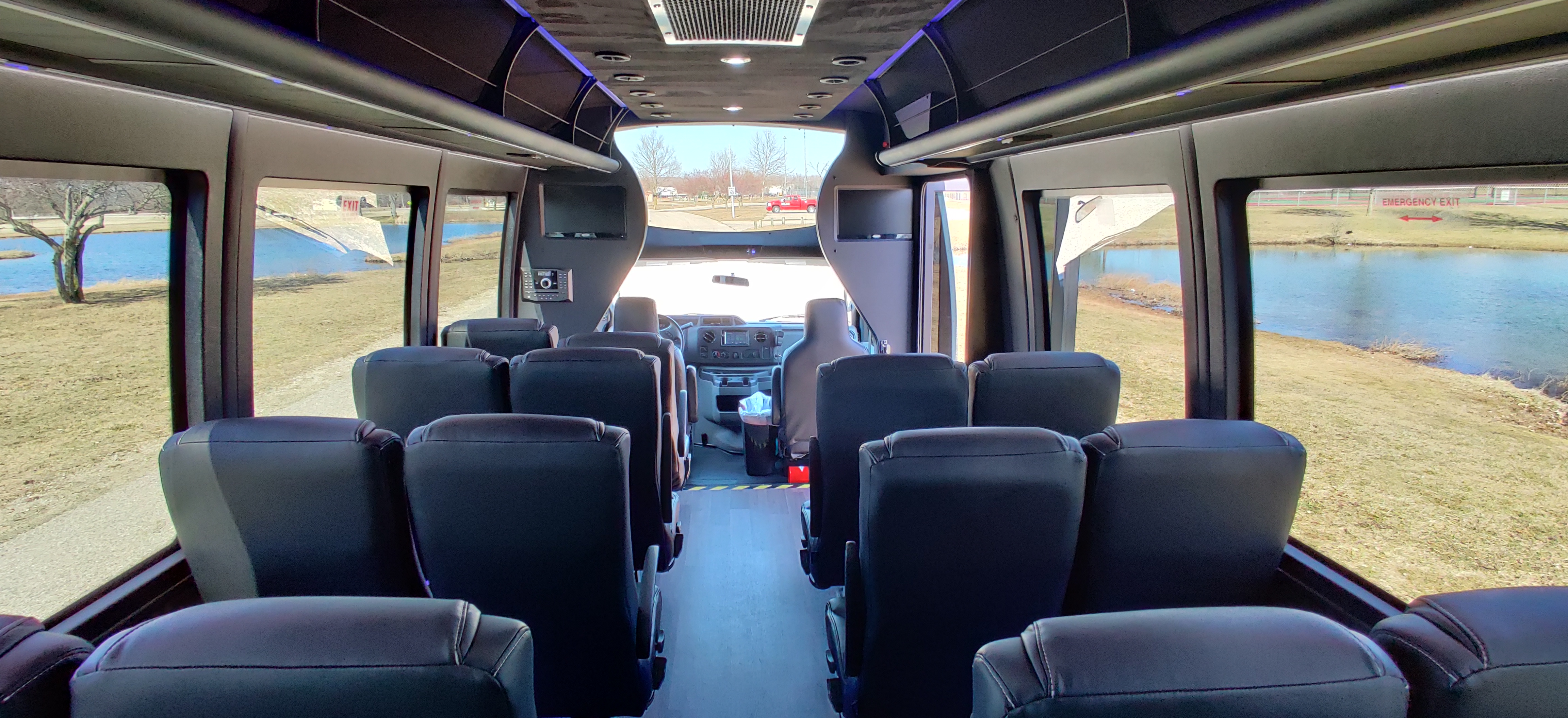 23 Passenger Executive Shuttle Bus Panoramic Viewing Window